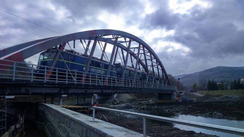 próbne obciążenie mostu / Próbne obciążenie obiektu dla budowy łącznicy kolejowej wSuchej Beskidzkiej